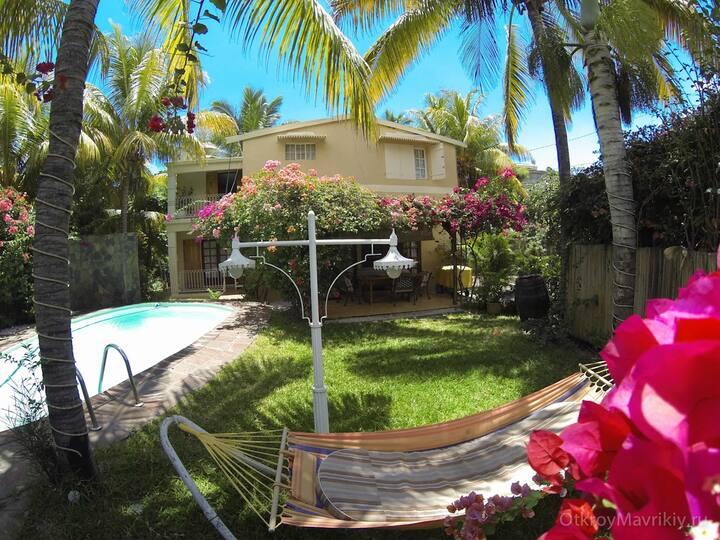 Villa PAILLE EN QUEUE with Heated pool