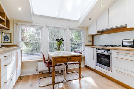 George's 1 bed flat in East London