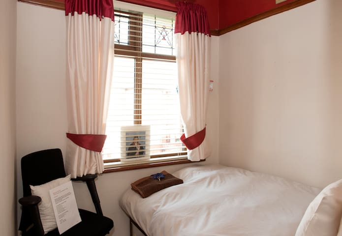 Blackpool Beauty Box room - VERY SMALL SLEEP SPACE - Blackpool