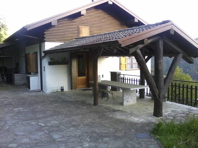 Villa tra il lago di Como e Lugano - Laino - Villa
