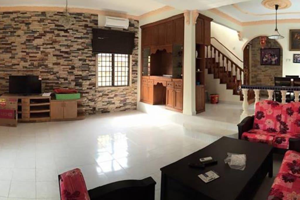 Wide living room for gathering and even Karaoke together!!!