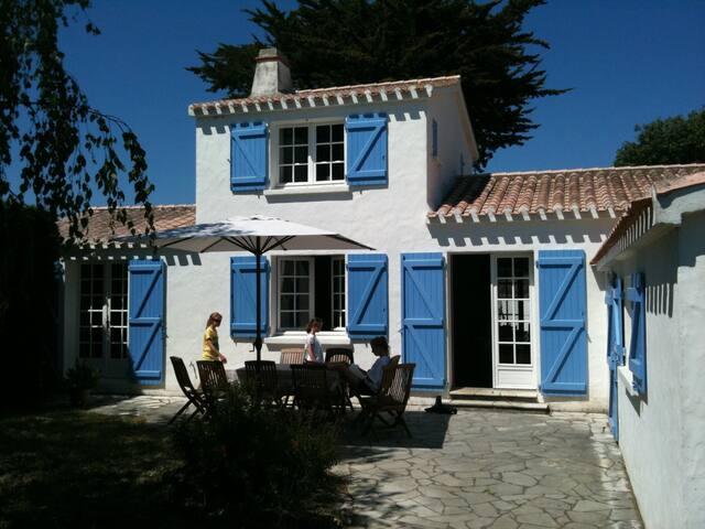 Maison familiale plage St Jean - L'Épine - House