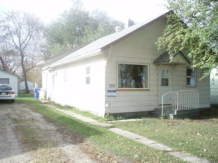 3 bedroom house 2 blocks from Main