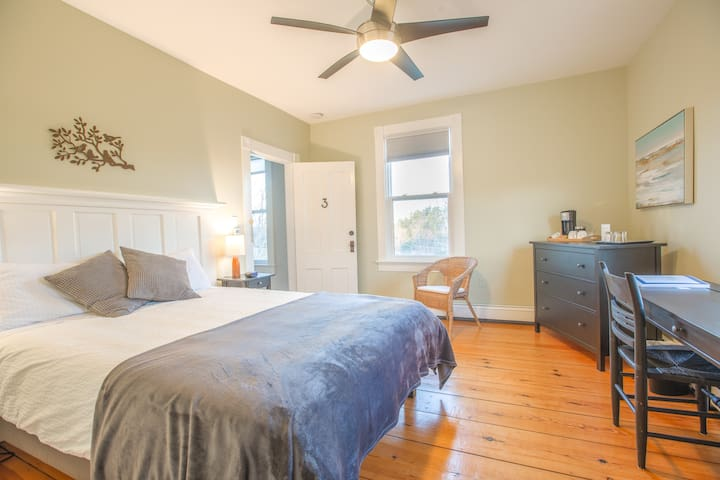Beautiful 2-Bedroom with views near Mahone Bay #3