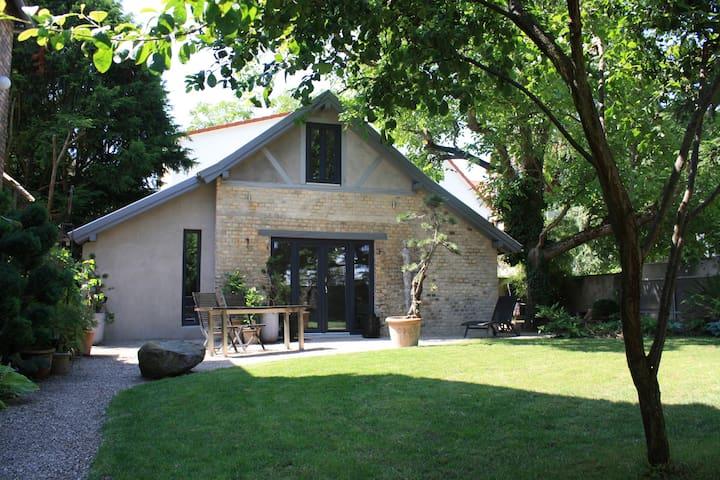 VILLA 22 Atelier-Guesthouse-Garden - Mainz - Rumah