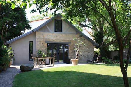 VILLA 22 Atelier-Guesthouse-Garden - Dom