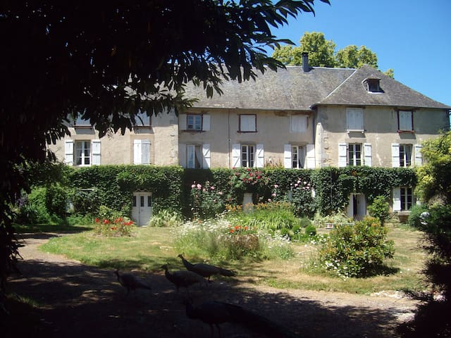 Charming family château 10km from the A20 and A89