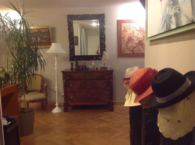 Chambre independante de charme, place Mellinet