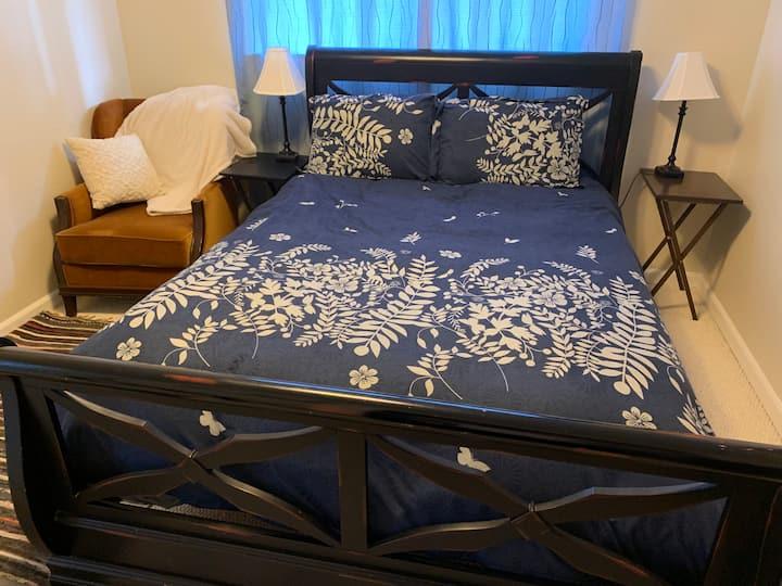 Monterey Bay 1 Queen bedroom retreat-5 star hosts