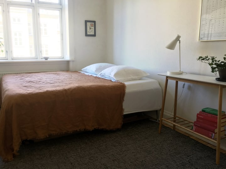 Lovely & light apartment 10 min from city center