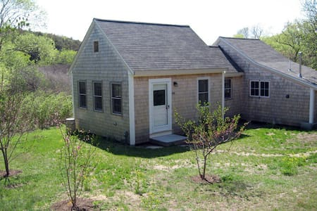 Light Filled Cottage-Lovely Gardens - North Truro - Casa