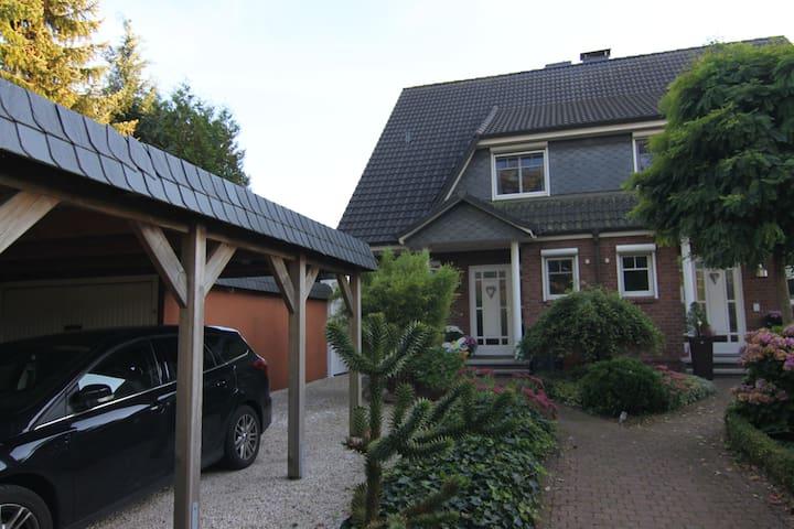 Gemütliches Haus im Grünen - Bönningstedt - Huis