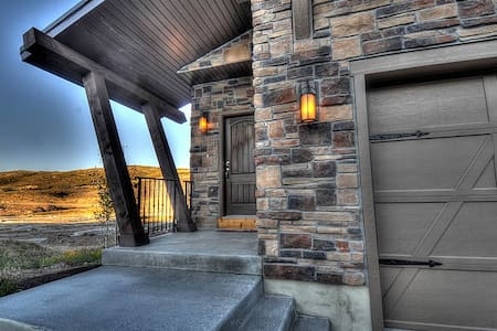 BRAND NEW! 2 Master Suites! HotTub! - Park City