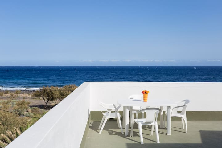 SEA FRONT TERRACE HOUSE SOCORRO – BEACH -  WIFI - El Socorro - Hus