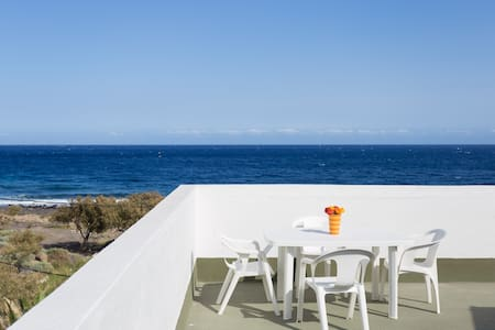 SEA FRONT TERRACE HOUSE SOCORRO – BEACH -  WIFI - El Socorro - Huis