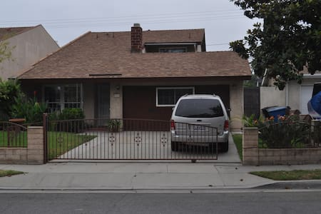 Large beautiful home borders LA/OC - Santa Fe Springs - Haus