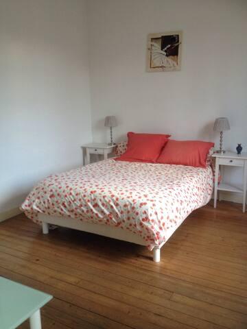 chambre de charme avec sdb privée - Bordeaux - House