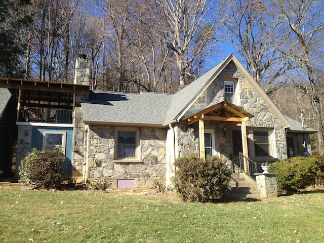 Mountainview Patio in Stone Cottage - Swannanoa