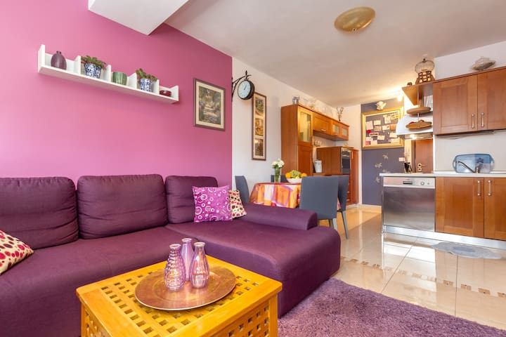 Split Centre Apartment - Modern&Cozy