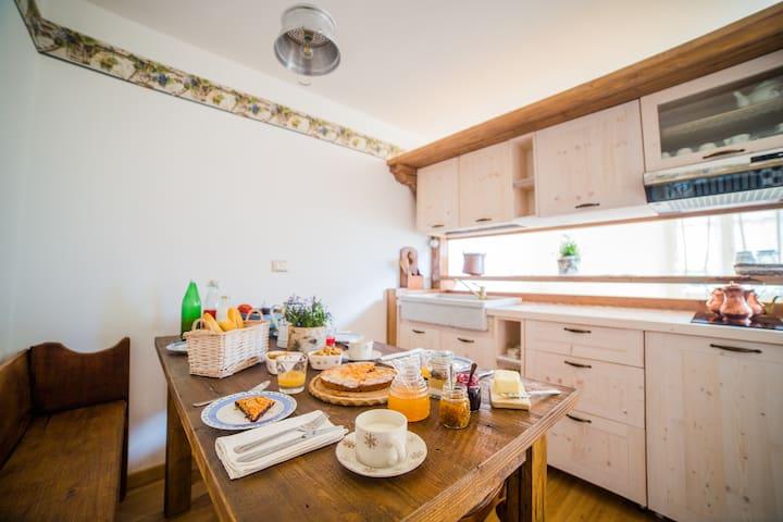 B&B CA' LA VEDESCIA - DOPPIA/TRIPLA - Teglio - Bed & Breakfast