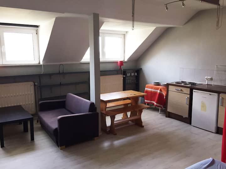 studio meublé au 3eme vue jardin a Ixelles