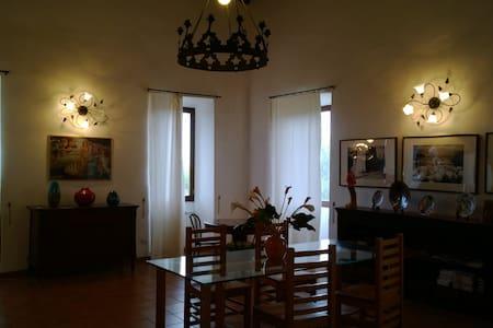 Villa antica con vista su Roma - San Gregorio da Sassola - 家庭式旅館