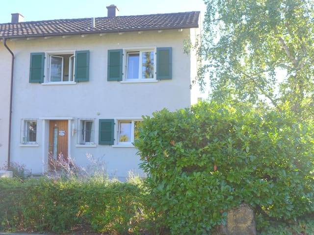 Lovely 3 bedroom House with garden - Muttenz - Haus