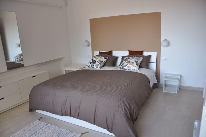 Monolocale palermo centro appartamenti in affitto a for Monolocale palermo affitto arredato