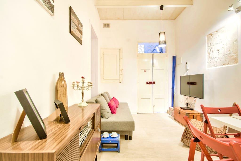 valletta art duplex centre historique appartements louer la valette malte. Black Bedroom Furniture Sets. Home Design Ideas