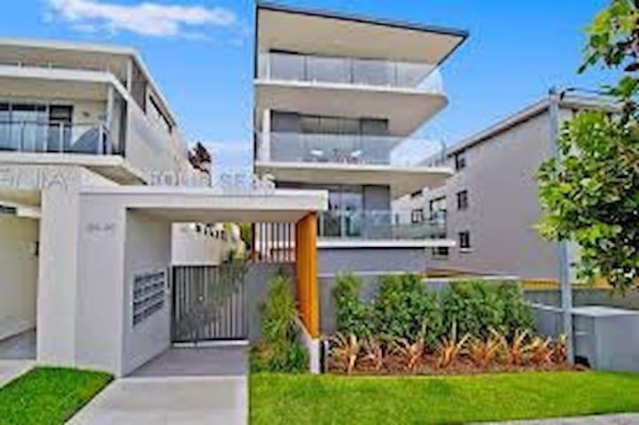 Sydney Ocean View Modern Spacious Apartment