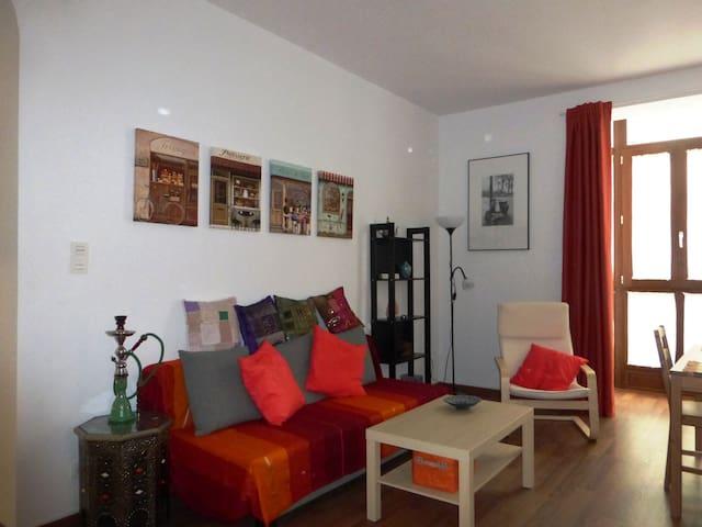 Salón comedor con sofá cama doble Living room with double sofa bed