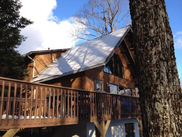 Greenshades: Jay Peak Ski Chalet - Sleeps 12 - Montgomery - House