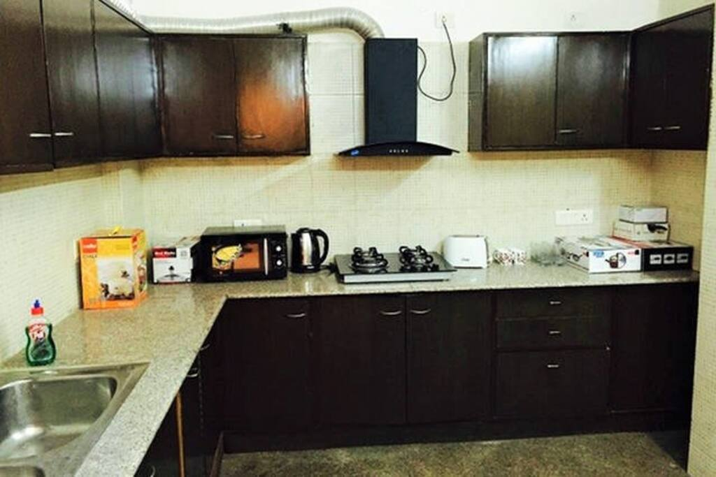 Fully equipped private Kitchen with Stovetop Gas, Refrigerator, Microwave, Electric Kettle, Toaster, Cutlery, Crockery & Washing Machine