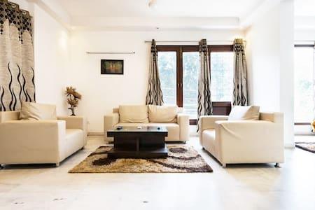Private 1 Bedroom Apartment @ Greater Kailash - New Delhi - Apartemen berlayanan