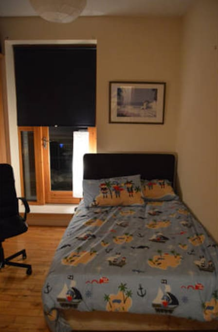 This double bed with pirate sheets will be the highlight of your stay in Dublin.