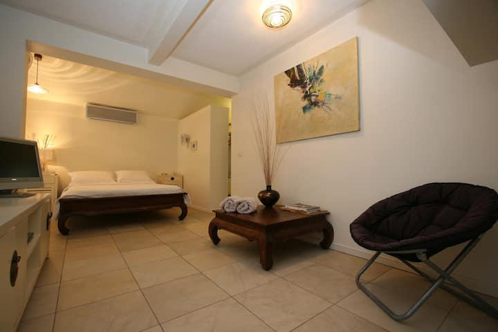 BEACHFRONT BEDSIT WITH ENSUITE