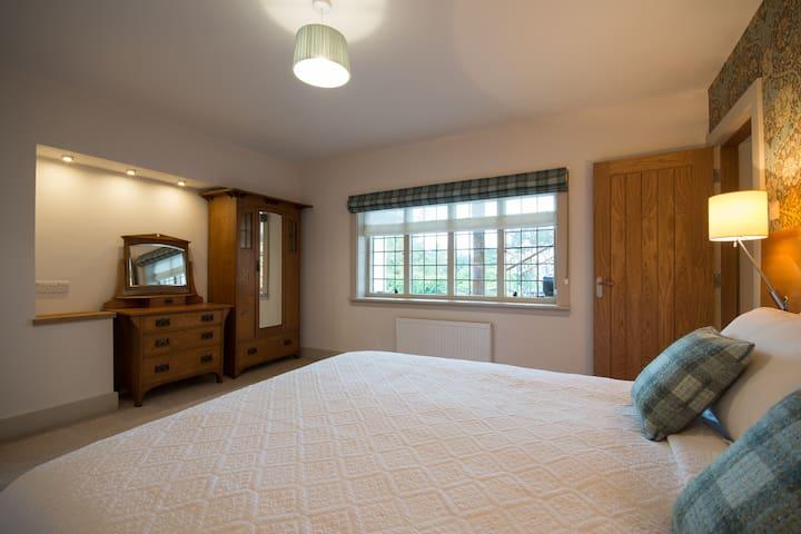 King size bedroom with en-suite bathroom. South facing sunny window