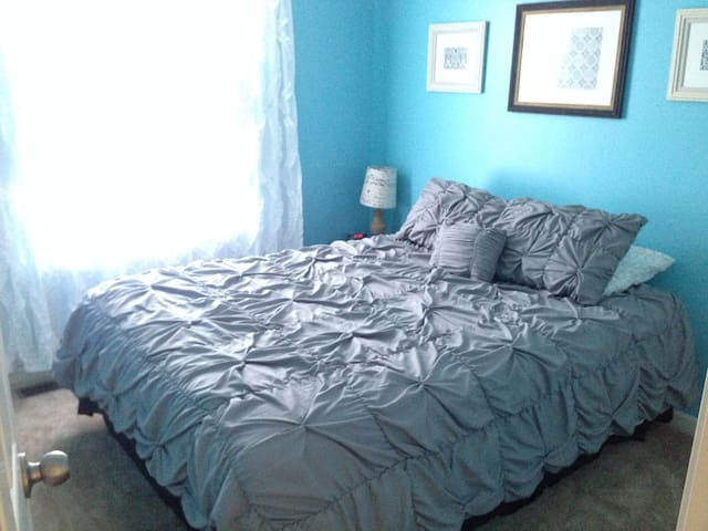 Queen room, 10 min drive to campus - Bellefonte - Hus