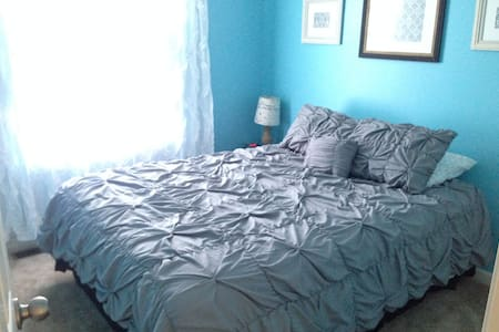 Queen room, 10 min drive to campus - Bellefonte