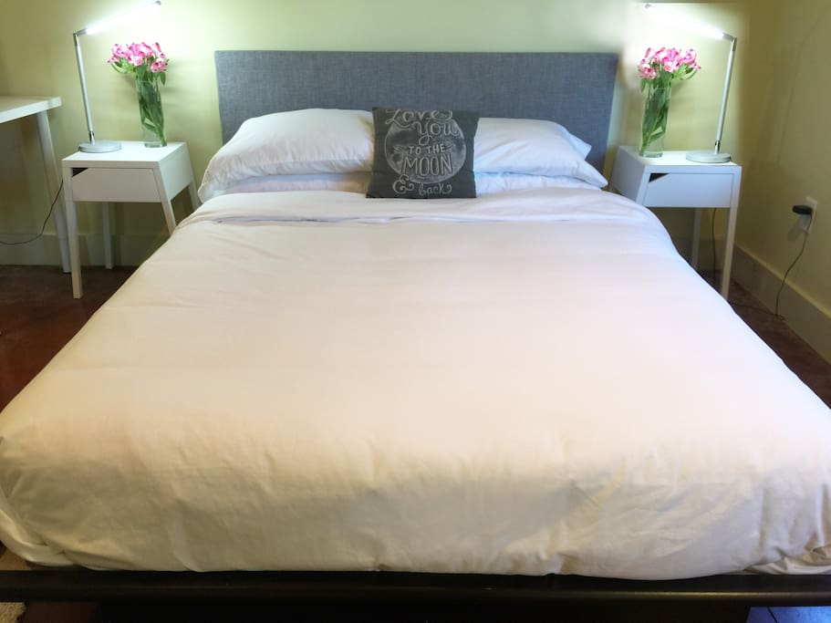 Queen Size, Hotel Style bed