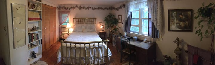 Amazing Grace B&B: Lilac and Roses Room