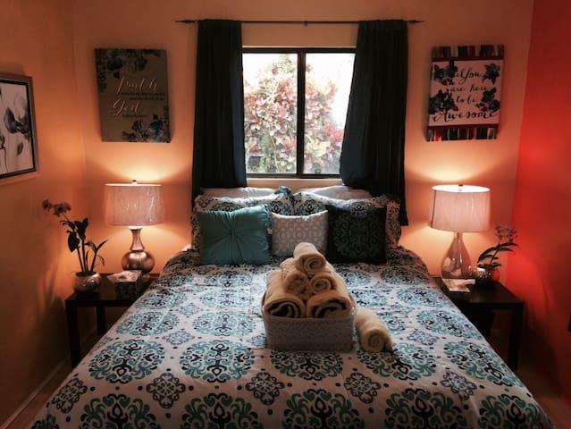 ELLEN's GARDEN/ Ellen's Bedroom