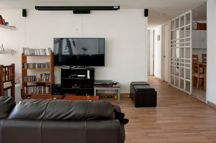 Single Room in Cool Condesa Apartm.