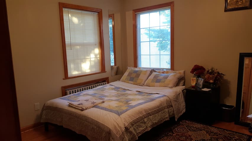 Convenient to NYC, 1st/Ground Floor Bed Room - Elmwood Park - Haus