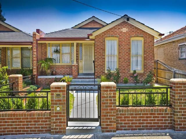 Beautiful clean home in Melbourne - Thornbury - House