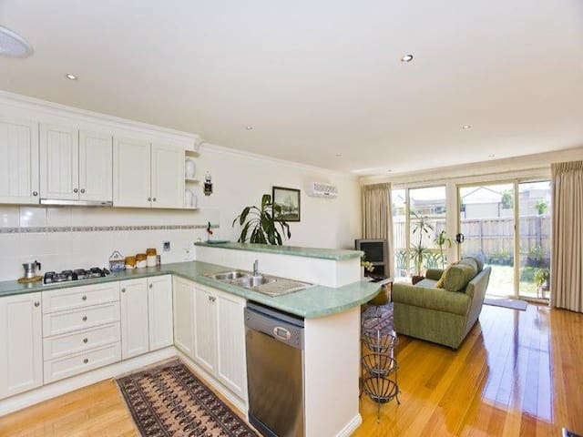 Beautiful clean home in Melbourne - Thornbury - Casa