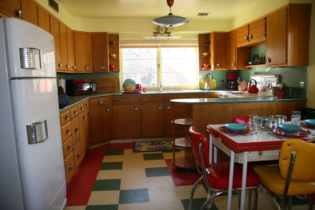 large spacious kitchen, out of the past!