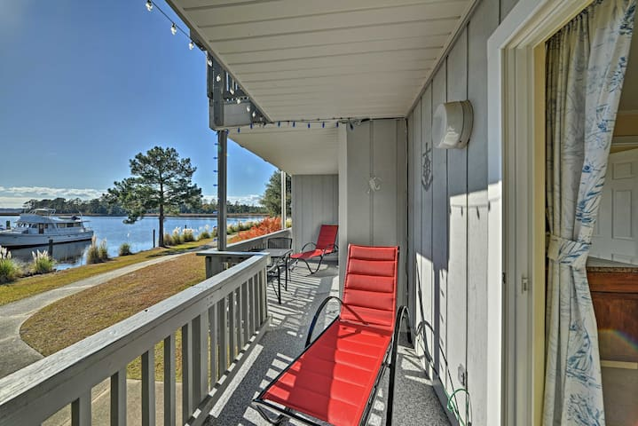 New Bern Condo on Marina w/ Community Pool & More!