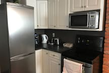 Kitchen w/keurig, kettle, toaster, fully equipped cooking utensils pots n pans and dishes