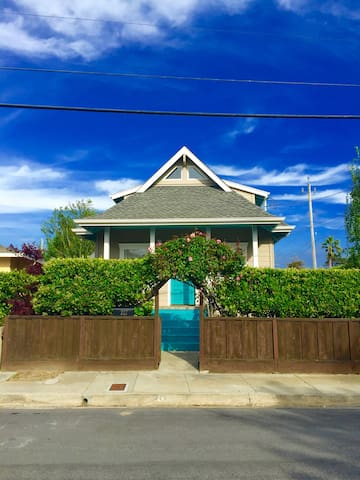 Steamer's  Lane Beach House - Santa Cruz - House